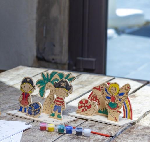 Figurine à peindre en bois pirates et fées